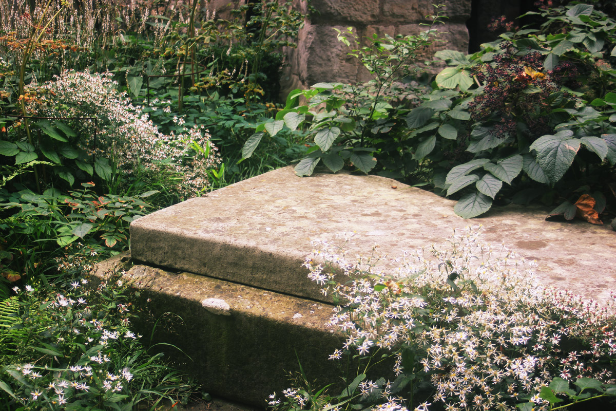 stonework pretty garden museum flowers ouside