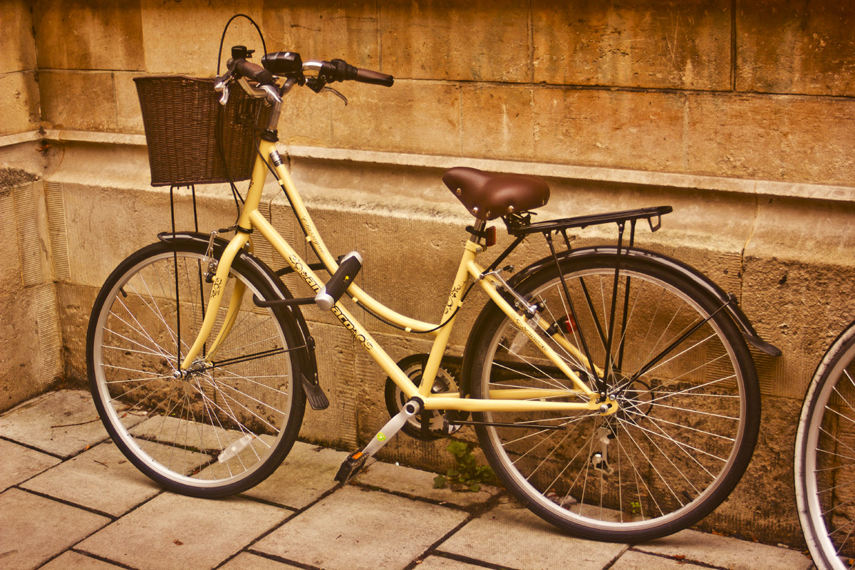 bike aesthetic outside in oxford pretty nice bicycle pushbike