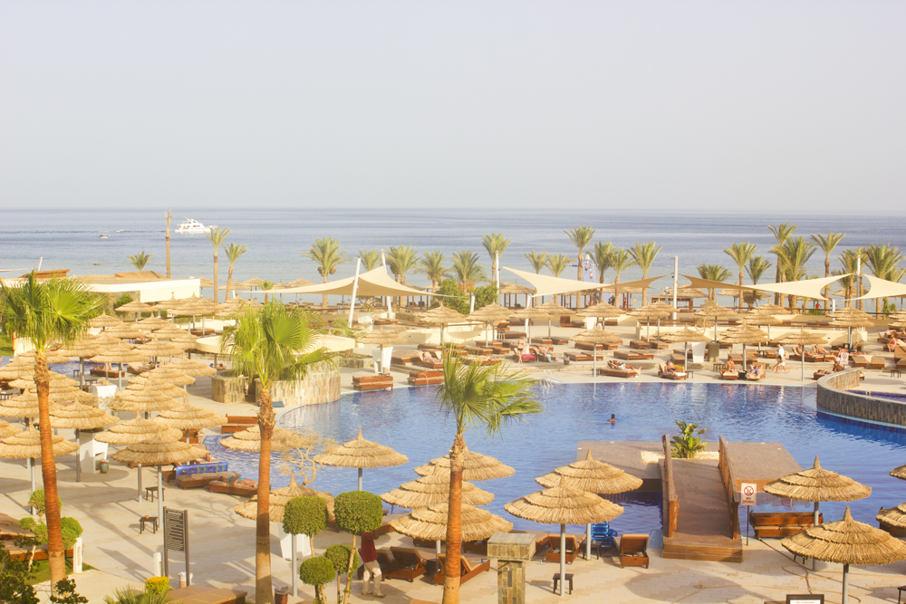 Egypt Sharm El Sheik Sensatori Thomson Hotel Resort Beach plasm trees tapeparade blog blogger travel blog